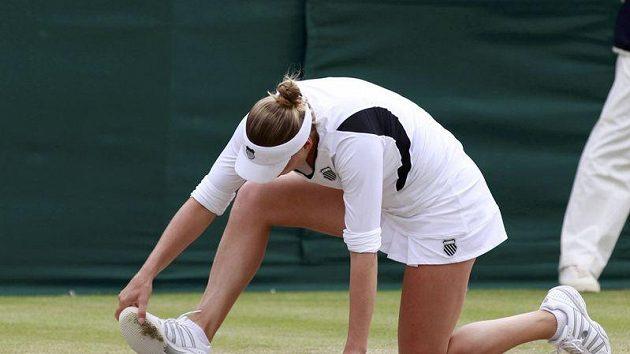 Věra Zvonarevová na kolenou v zápase s Pironkovovou
