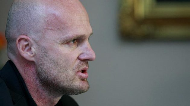 Trenér fotbalové reprezentace Michal Bílek se musí na zaoceánském turné obejít bez sedmi hráčů, s nimiž původně počítal..