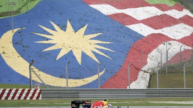 Australský pilot Mark Webber na trati v Sepangu