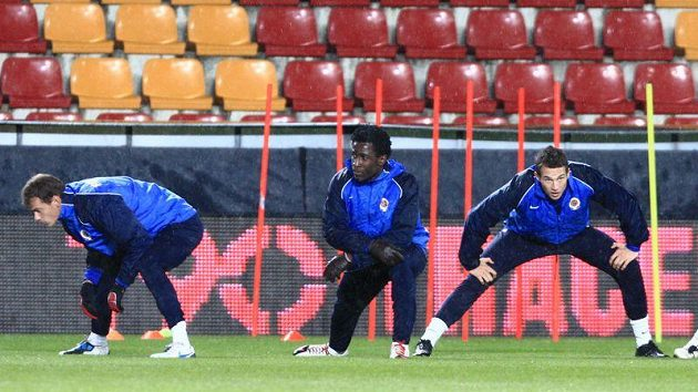Bony Wilfried (uprostřed) na tréninku Sparty