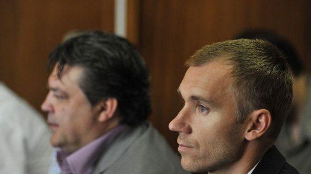 Brankář SK Sigma Olomouc Petr Drobisz a bývalý šéf Bohemians Praha Karel Kapr (vlevo) při jednání Okresního soudě v Olomouci.