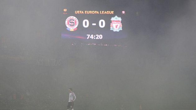 Předvedená hra Liverpoolu mohla být podle britských listů zahalena kouřem z dýmovnice celý zápas.
