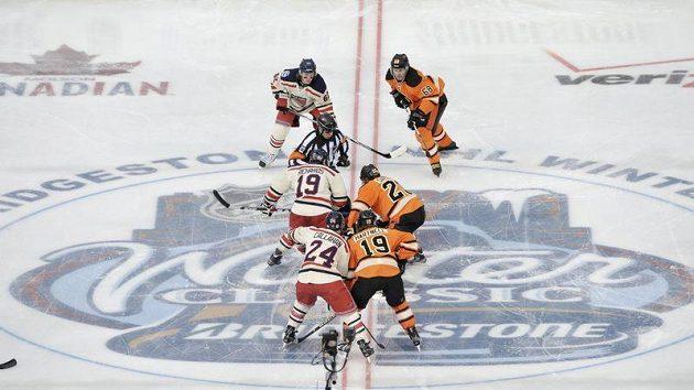 Tradiční novoroční zápas Winter Classic. Na archivním snímku duel z roku 2012.