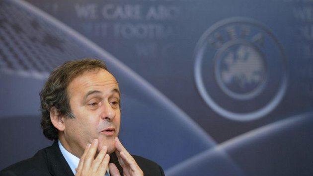 Prezident Evropské fotbalové unie UEFA Michel Platini před začátkem dvoudenního zasedání výkonného výboru v Praze.