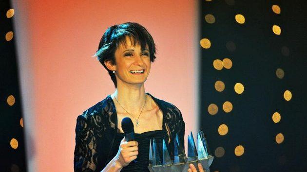 Martina Sáblíková převzala korunu pro královnu českého sportu.