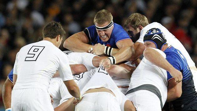 Ragbisté Anglie (v bílém) zápas s Francií nezvládli a na MS končí.