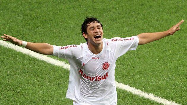 Brazilec Giuliano otočil nádherným gólem skóre.