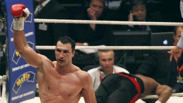 Vladimir Kličko během boxerského zápasu s Eddiem Chambersem.