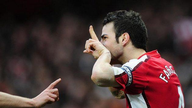 Bude Cesc Fabregas oblékat kapitánskou pásku na dres Arsenalu i v příští sezóně?