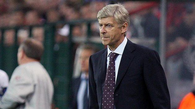 Kouč Arsenalu Arsene Wenger během utkání se Standardem Lutych