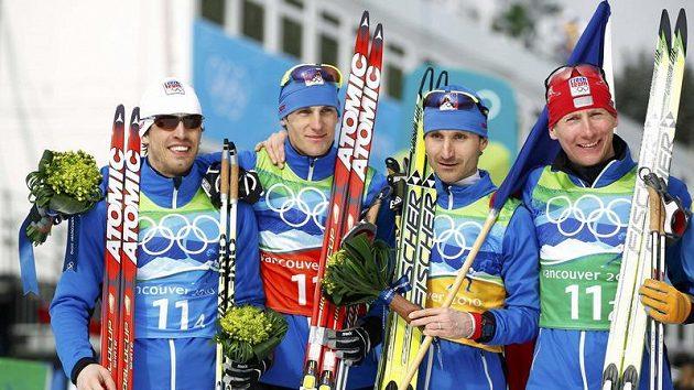 Složení české štafety (zleva) Martin Koukal, Martin Jakš, Jiří Magál a Lukáš Bauer vybojovala v olympijském závodě bronzové medaile.