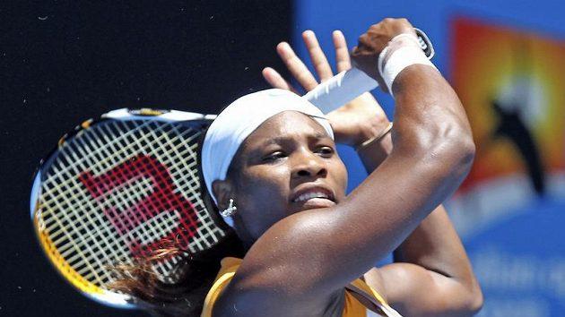 Američanka Serena Williamsová v utkání s Polkou Uršulou Radwanskou.