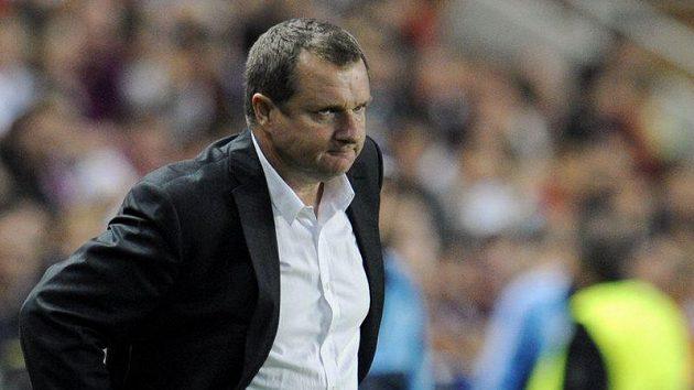 Kouč Pavel Vrba se sice mračí, ale nakonec byl s výsledkem v Barceloně spokojen.