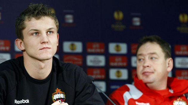 Útočník CSKA Moskva Tomáš Necid (vlevo) a trenér týmu Leonid Sluckij