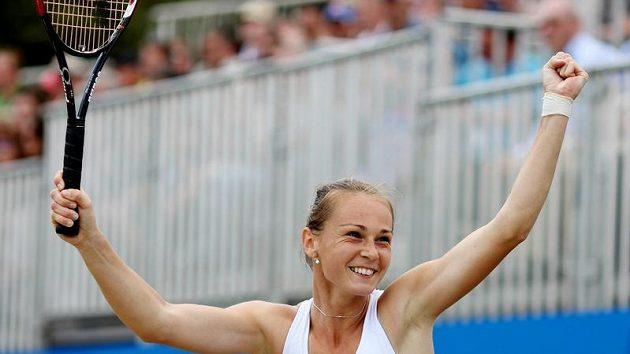 Slovenská tenistka Magdalena Rybáriková se raduje z vítězství na turnaji v Birminghamu