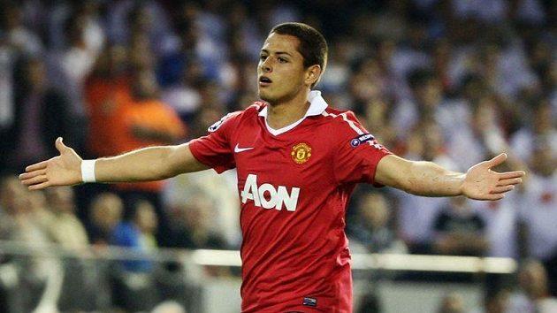 Mexičan Javier Hernández pomohl dvěma góly k jasné výhře Manchesterm United