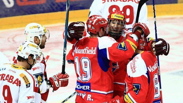 Hokejisté Českých Budějovic slaví gól na Slavii