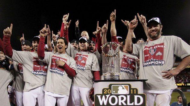 Baseballisté St. Louis se radují z vítězství ve Světové sérii.