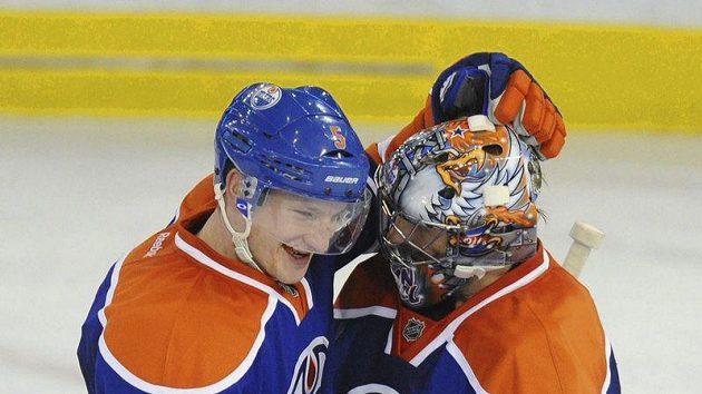 Obránce Ladislav Šmíd a gólman Nikolaj Chabibulin z Edmontonu.