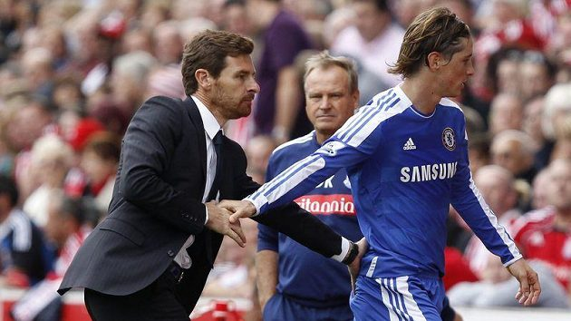 Útočník Chelsea Fernando Torres s trenérem Andre Villasem-Boasem.