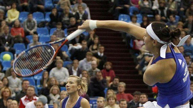 Květa Peschkeová (vzadu) ve finále Fed Cupu v Moskvě odehrála svůj poslední reprezentační zápas kariéry.