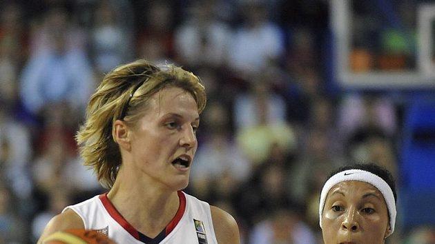 Česká kapitánka Hana Horáková (vlevo) při vítězném boji s Brazílií