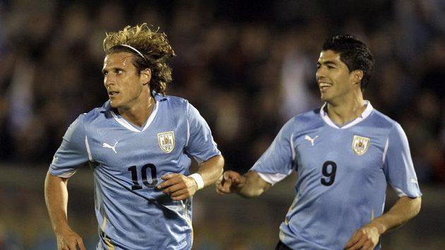 Diego Forlán (vlevo) a Luis Suarez z Uruguaye