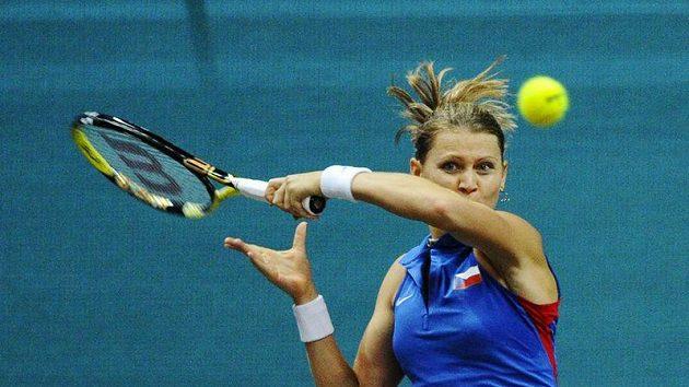 Lucie Šafářová získala první bod českého týmu v duelu s Danielou Hantuchovou.