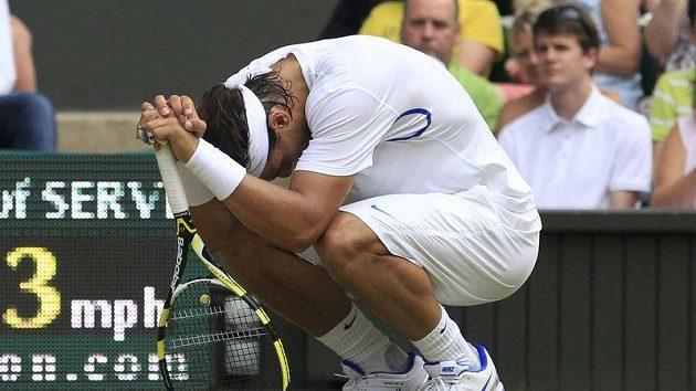 Rafael Nadal se svíjí v bolestech. Pro čtvrtfinále už by ale měl být fit.