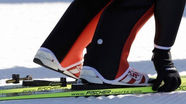 Vázání skokana na lyžích Simona Ammanna
