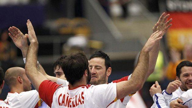 Házenkáři Španělska slaví postup do semifinále.