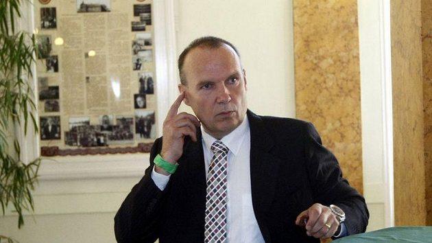 Bývalý svazový místopředseda Dalibor Kučera na valné hromadě FAČR.
