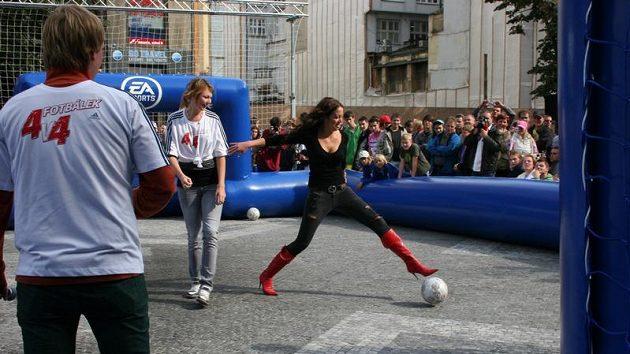 Fotbal a FIFA 1O. Právě dnes v bratislavském Auparku!