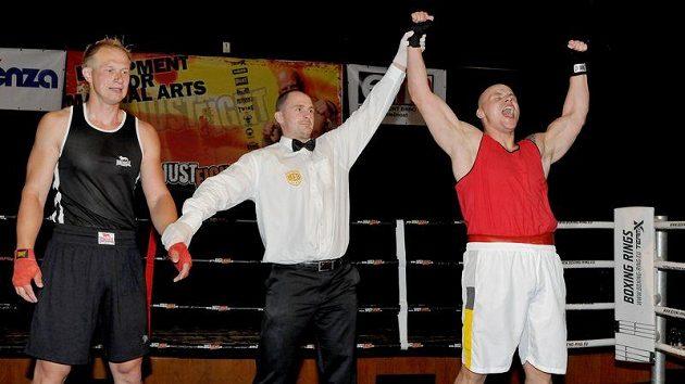 Roman Pála po své boxerské premiéře (vpravo) proti Martinu Šůsovi v Manažerské extralize.