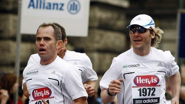 Pavel Nedvěd (vpravo) se na trat Pražského půlmaratónu vydá už potřetí.