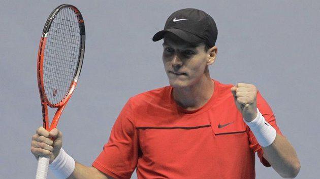 Tomáš Berdych se raduje z výhry nad Davidem Ferrerem.
