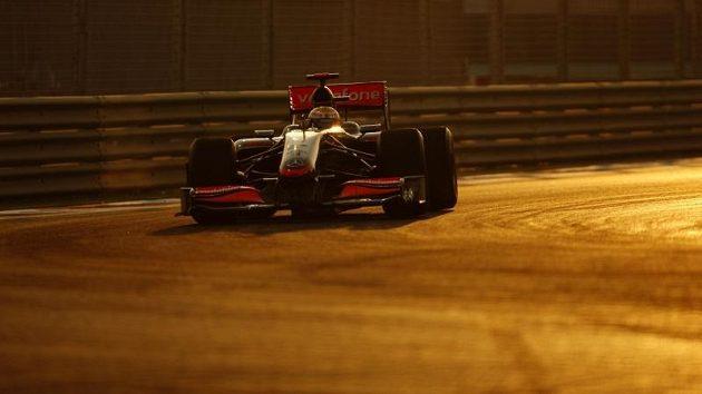 Lewis Hamilton během kvalifikace v Abú Zabí.