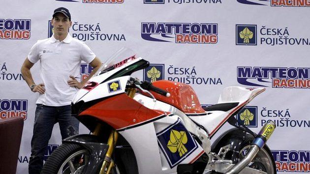 Lukáš Pešek s motorkou týmu Matteoni Racing