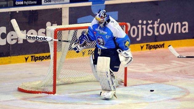 Posmutnělý gólman Plzně Adam Svoboda po prvním inkasovaném gólu na ledě Pardubic.