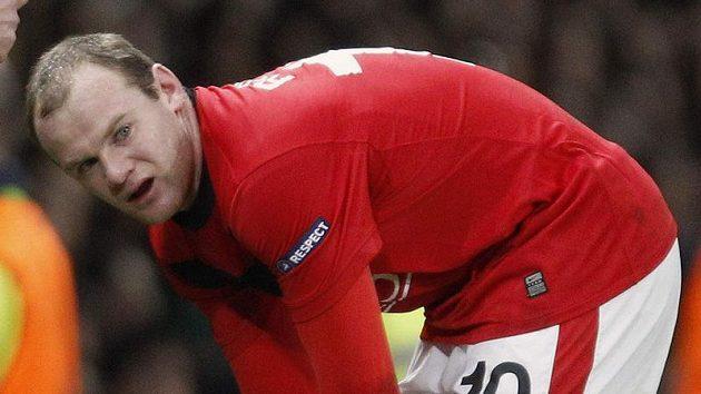 Útočník Manchesteru United Wayne Rooney zápas s Bayernem nedohrál. Pro zranění musel střídat.