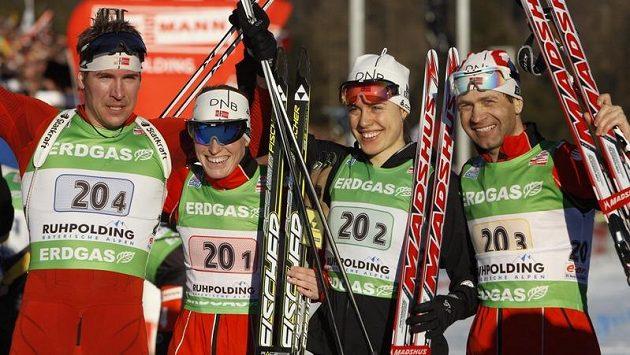 Vítězná štafeta norský biatlonistů - Emil Hegle Svendsen, Tora Bergerová, Synnoeve Solemdalová a Ole Einar Bjoerndalen.