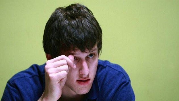 Basketbalista Jan Veselý nesmí ve Washingtonu mluvit s Tomášem Satoranským česky.