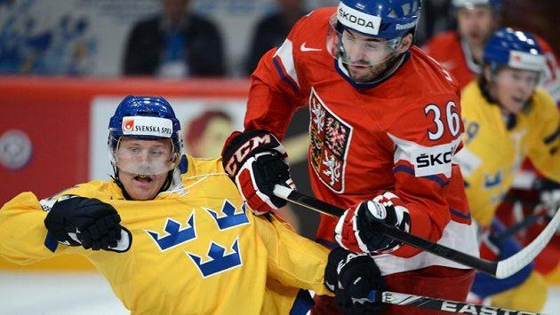 Nekompromisní souboj Petra Čáslavy se Švédem Gabrielem Landeskogem na letošním MS