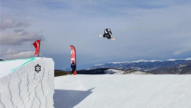 Česká snowboardistka Šárka Pančochová při disciplíně slopestyle.