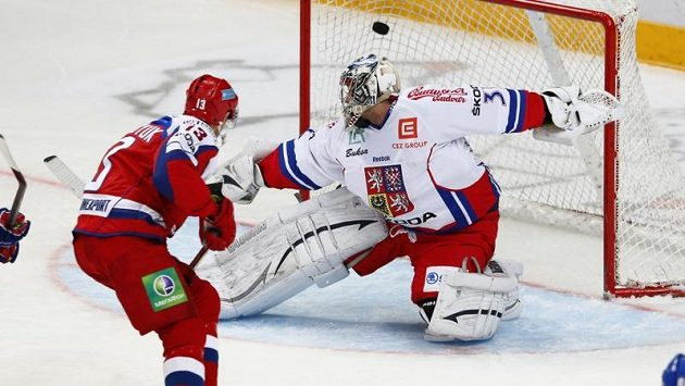 Pavel Dacjuk překonává Ondřeje Pavelce.