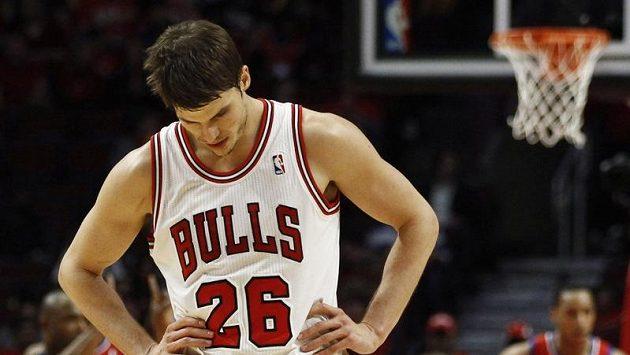 Smutný basketbalista Chicaga Bulls Kyle Korver