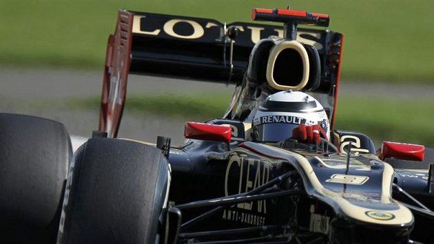 Kimi Raikkonen na trati v Abú Zabí.