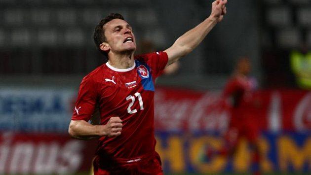 David Lafata se raduje z branky, kterou vstřelil do slovenské sítě.