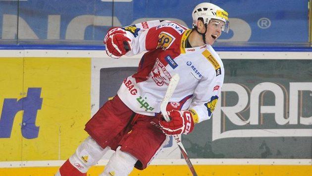 Slávistický útočník Tomáš Hertl se raduje z gólu proti Spartě.