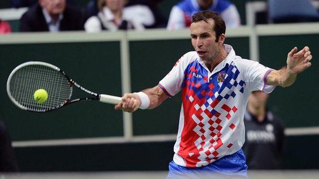 Radek Štěpánek v úvodním duelu finále Davisova poháru proti Davidu Ferrerovi ze Španělska